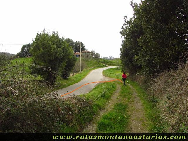 Entronque de pista y carretera en Fontecaliente