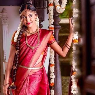 Actress Aparna Vinod in Saree Photos 2018 ❤