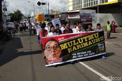 Para Santri di Jember Long March Tuntut Fadli Zon Minta Maaf