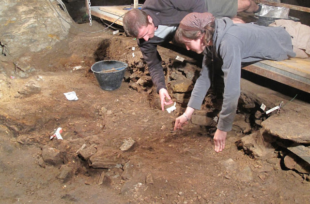 Broken pebbles offer clues to Palaeolithic funeral rituals