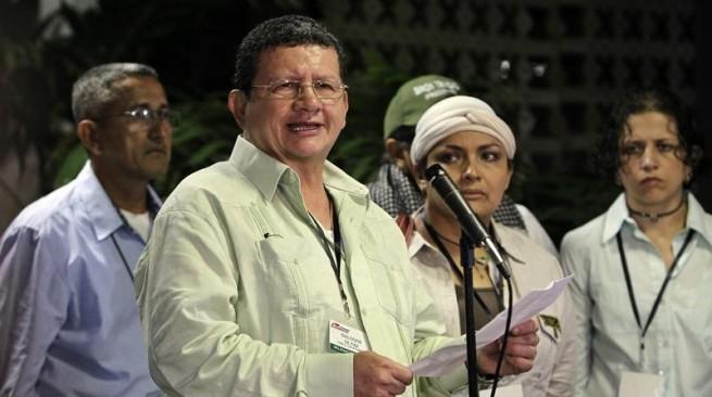En evento al que estaba invitado José Félix Lafaurie terminó aplaudido 'Pablo Catatumbo'