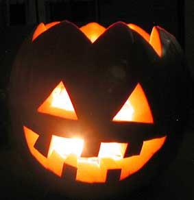 Skär ut en pumpa till halloween