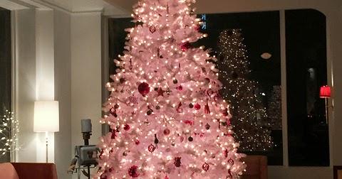rosa weihnachtsbaum test kitsch mit stil ja das geht. Black Bedroom Furniture Sets. Home Design Ideas