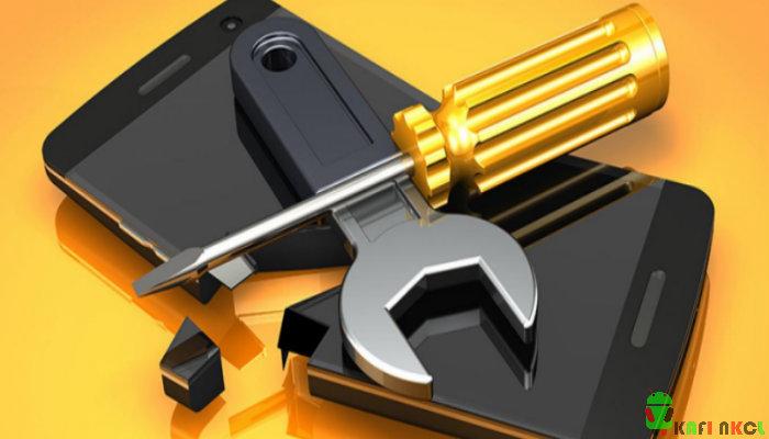 4 Resiko Mengisi Daya Smartphone Anda Lewat Laptop