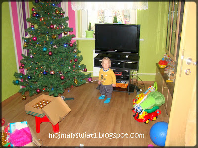 choinka i świąteczne ozdoby