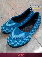 Sepatu Rajut dengan motif membentuk batu bata