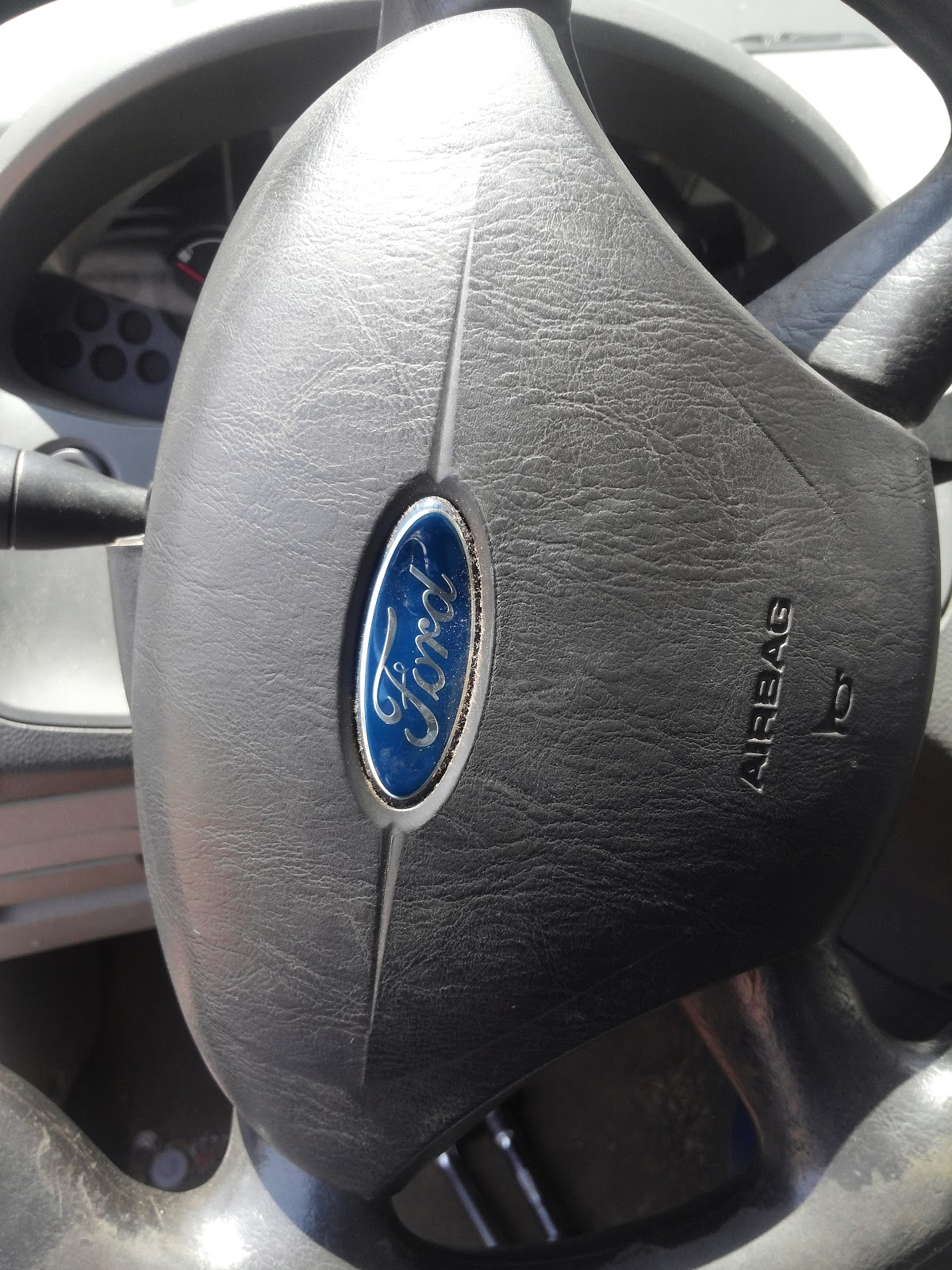 Timthetech 2005 Ford Focus Zx4 Ses 20 With A Loose Steering Wheel Fiat Croma Wiring Diagram There Are Two Small Bolts On The Back Of That Hold Air Bag In Place We Removed These Ratchet And Socket