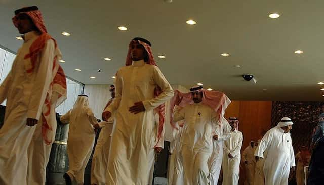 SAUDIS MUST WEAR THOBE WHILE ON WORK IN PRIVATE COMPANIES