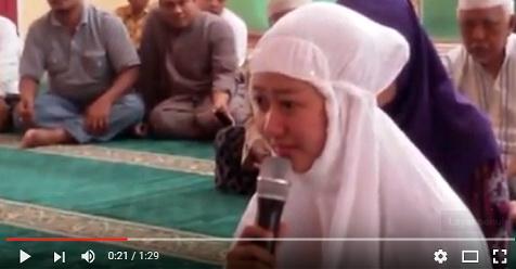 Sering Mendengar Lantunan Adzan Waktu Maghrib, Weni dan Suaminya Akhirnya Masuk Islam