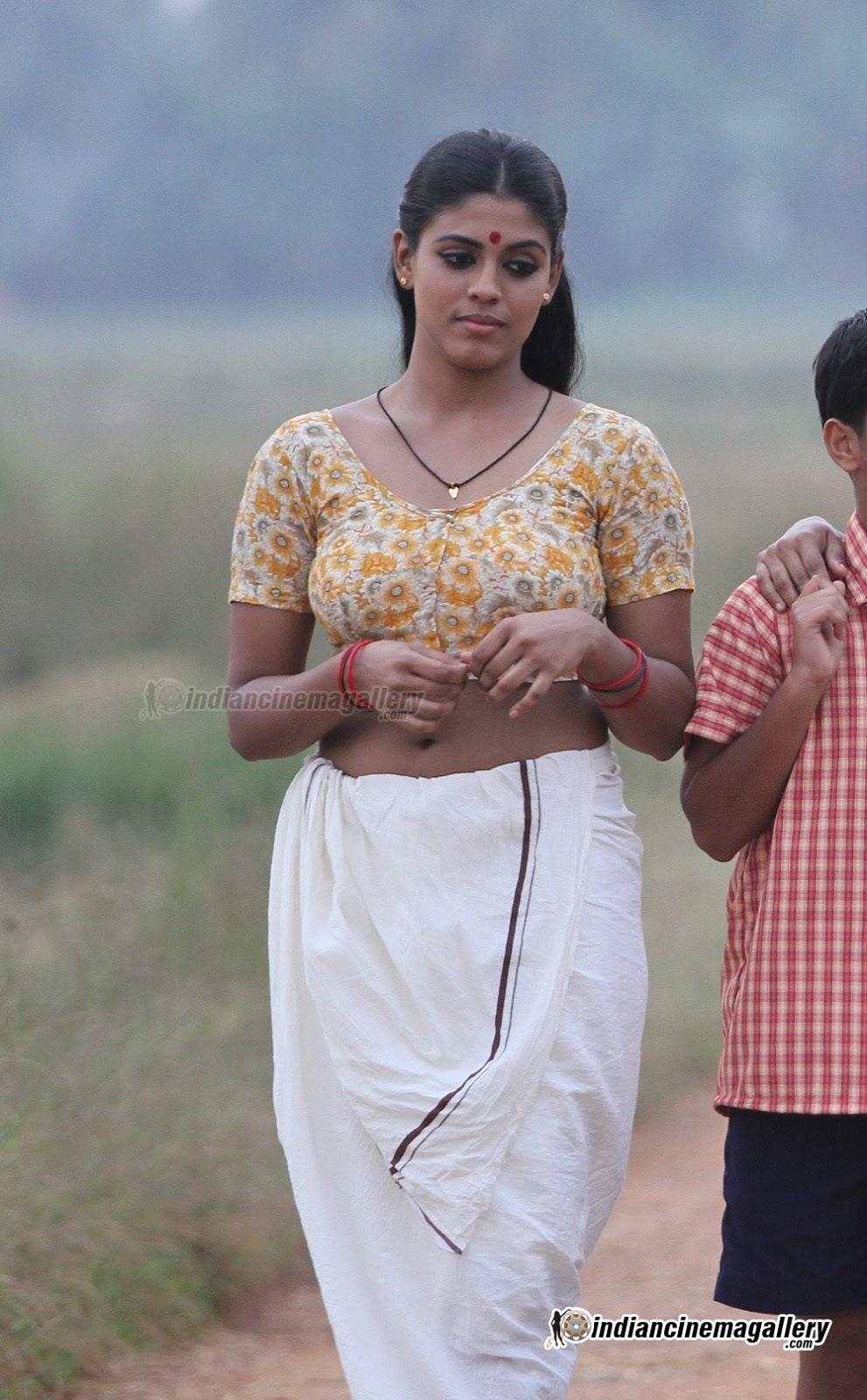 Indian Sweet Girl Wallpaper Iniya Hot And Sexy Mallu Tamil Actress Blouse Tight Navel