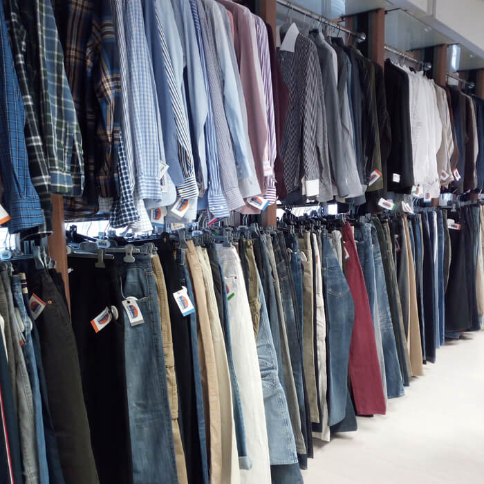 Abiti ed accessori abbigliamento usati in vendita presso Mercatopoli