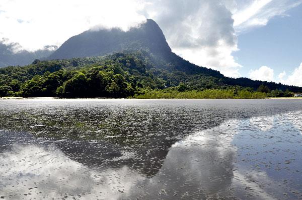 Pemandangan di Gunung Santubung