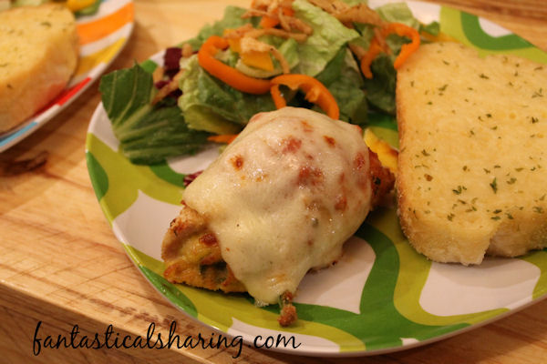 Spinach Stuffed Chicken Parmesan // Calling all my Popeyes - this chicken parm is amped up with a healthy serving of spinach tucked inside #recipe #chicken #maindish