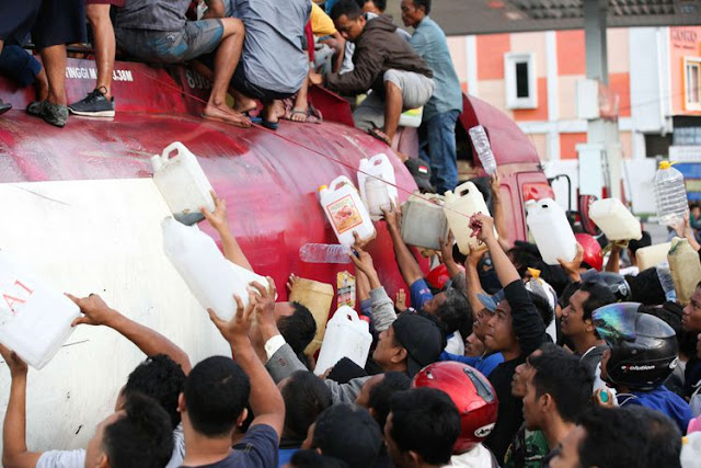 Personel Polri dan TNI Dikerahkan untuk Amankan SPBU dan Minimarket Pascabencana Palu