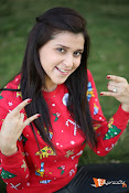 Mannara Chopra Sizzling Stills-thumbnail-9