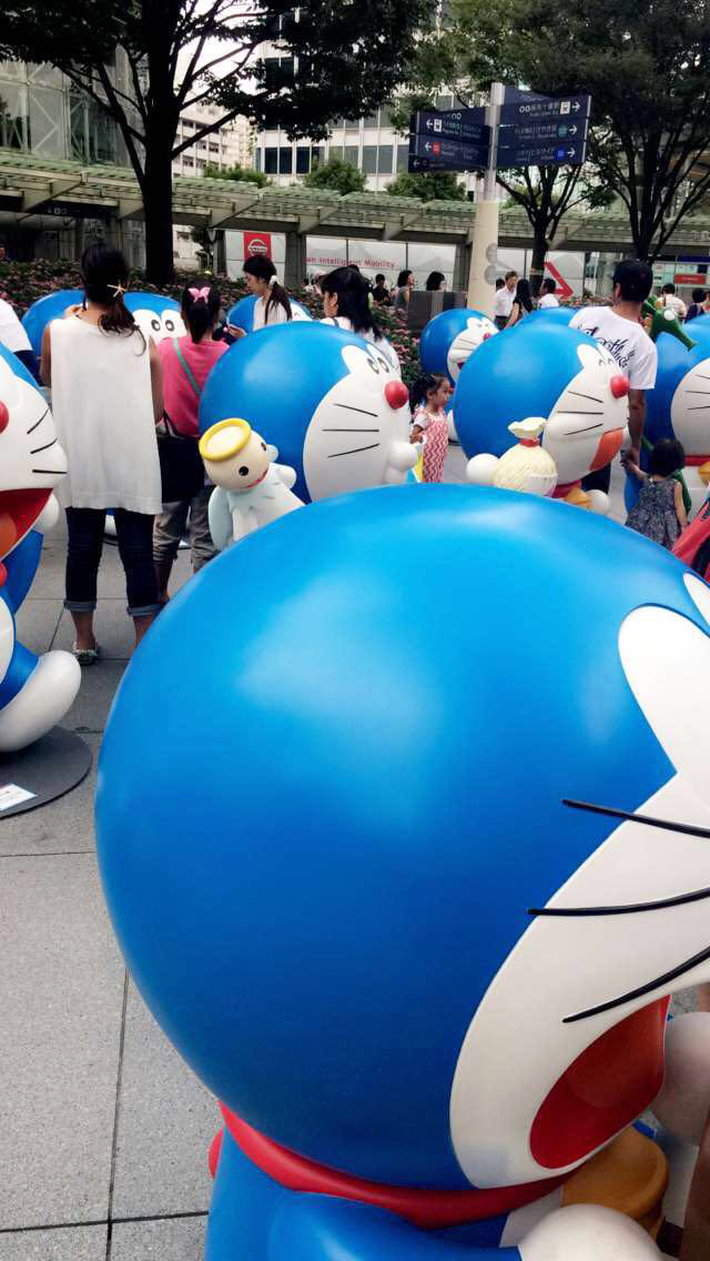girl from north london, doraemon, roppongi hills, tokyo midtown, travel blogger