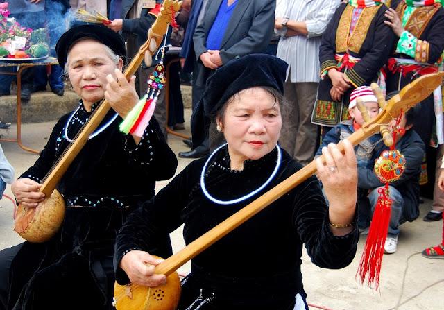 Vietnamese Ethnic Traditional Female Costumes 8