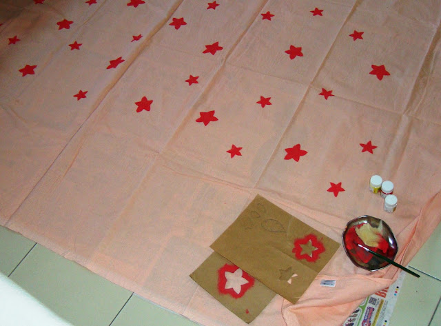fabric painting, painting flowers, bedsheet design