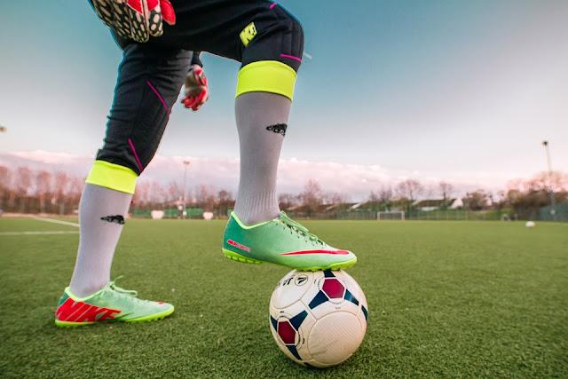Perlengkapan Olahraga yang Anda Butuhkan untuk Bermain Sepak Bola