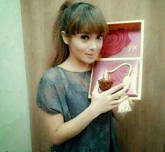 Artis Terry Putri Memakai Parfum Original FM