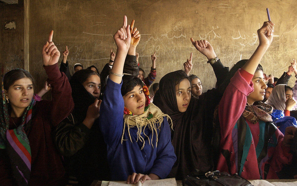 55 Stunning Photographs Of Girls Going To School In Different Countries - Afghanistan