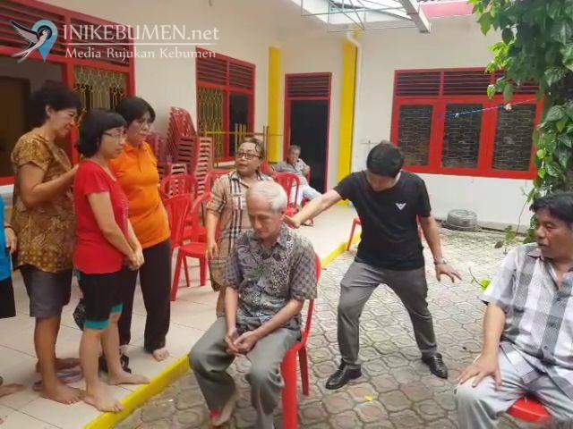 Ratusan Warga Ikuti Pengobatan Gratis di Klenteng Kebumen