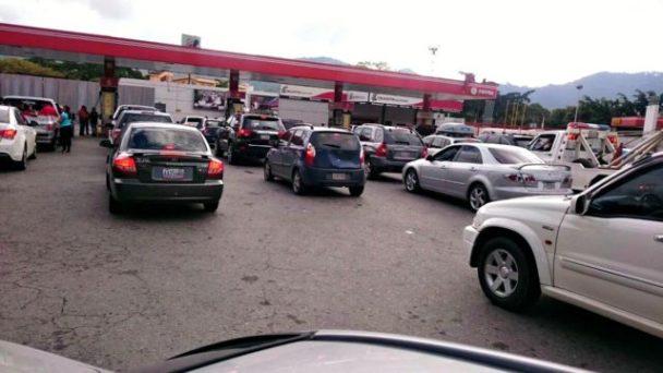 Quedan reservas de gasolina para 2 días en Caracas