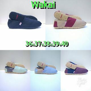 Sepatu Wakai Corak Garis