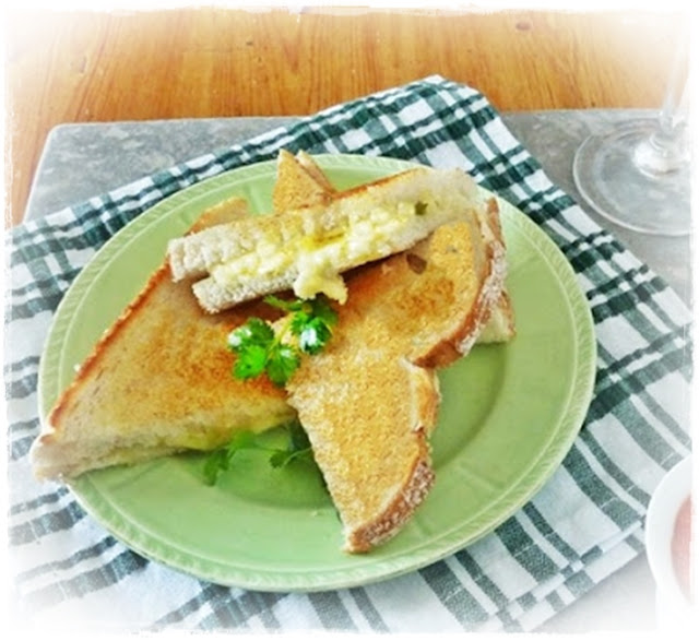 cheese and green chilli toasted sandwich