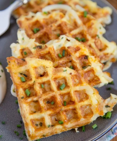 EGG & CHEESE HASH BROWN WAFFLES #vegan #egg #vegetarian #waffles #cauliflower