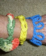 http://www.ravelry.com/patterns/library/2-in-1-bracelet-looped-or-linked