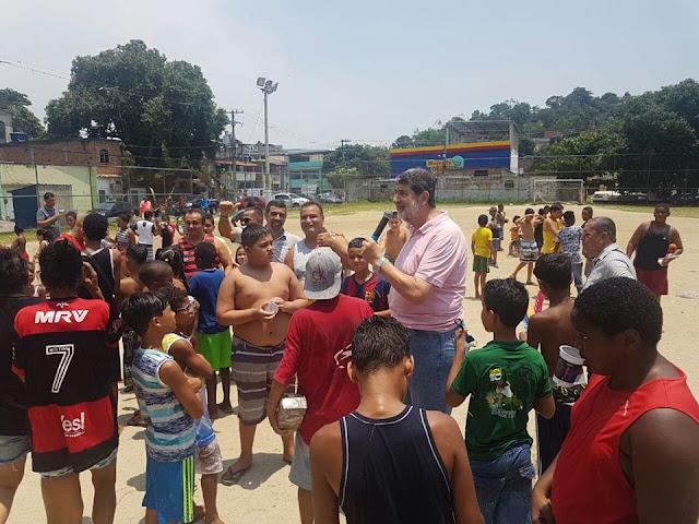 Vereador Marcelino D' Almeida leva Papai Noel para comunidades
