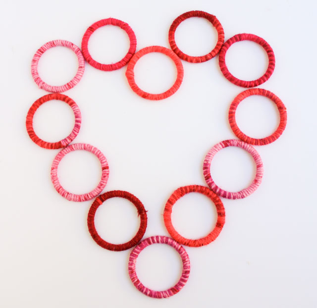 How to make a yarn-wrapped heart wreath