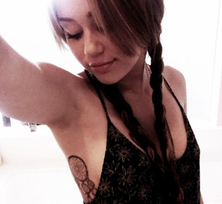 Free Celebrity Photos: Miley Cyrus Tattoo