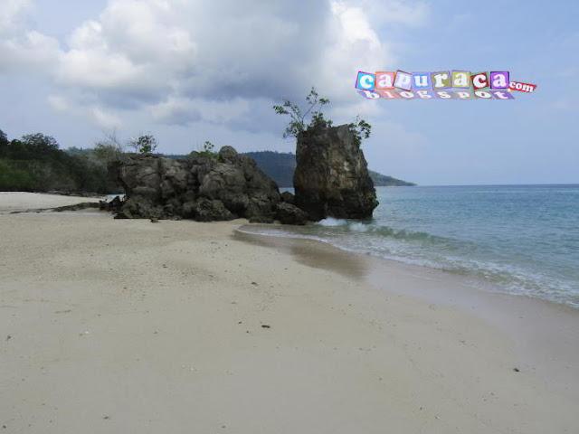 liburan ke pantai,liburan di pantai, gambar tebing karang