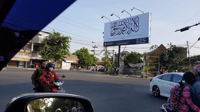 Fakta Mengejutkan Di Balik Hilangnya Baliho Tauhid di Solo