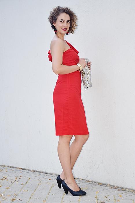 Outfit_vestido_rojo_corto_asimetrico_5