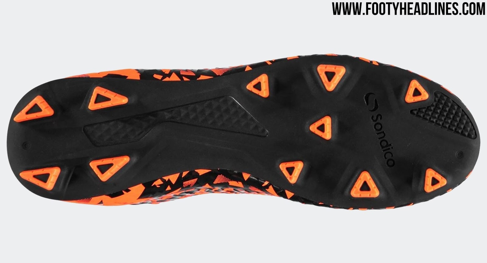 huge selection of b7b88 6bda4 SportsDirect Steals Nike Hypervenom Transform Boot Design ...