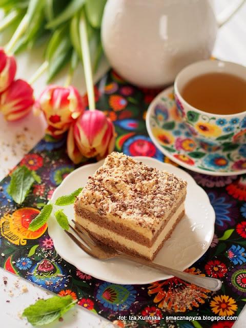 ciasto o smaku karmelowym, karmelek, ciasto na niedziele, karmel, kajmak, biszkopt, ciasto biszkoptowe z kremem budyniowym,