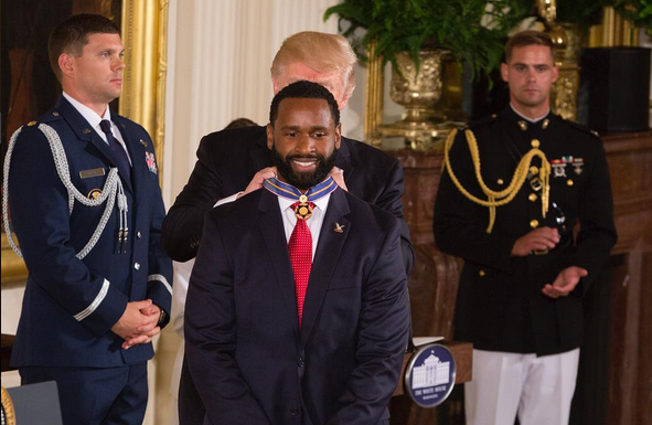 President-Trump-presents-Medal-of-Valor-4