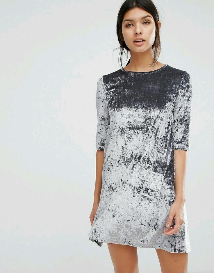 co założyć na święta, stylish women, trendy, aksamit, modne trendy, inspiracje modowe, sukienka aksamitna, suknia z aksamitu