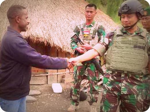 Prajurit Korem 173 Bangun Honai untuk Warga Puncak Jaya