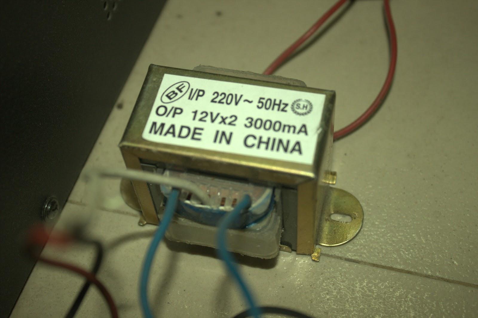 a 220v to 12v 0v 12v center tapped transformer that could be used here red cables are for 220v ac input blue white blue stands for 12v 0v 12v  [ 1600 x 1066 Pixel ]