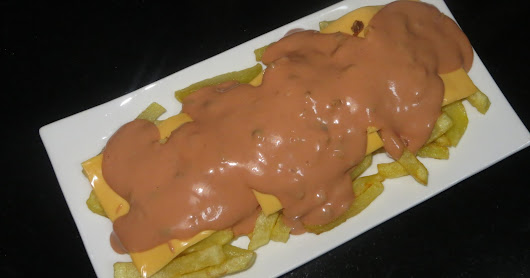 ANIMAL STYLE FRIES (SALSA MIL ISLAS)