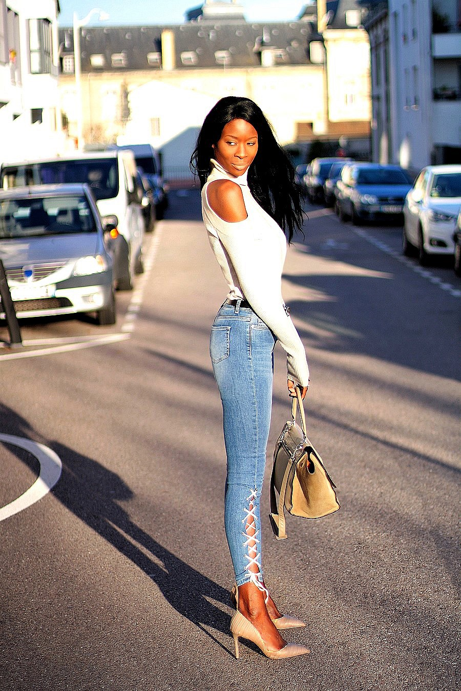 jeans-lacets-missguided-pull-epaules-nues-blog-mode