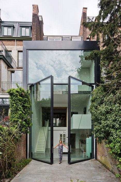 Renovada home tiene la ventana pivotante mas enormes del mundo