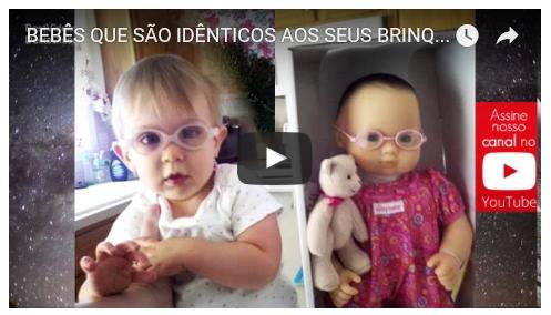 Bebês que são idênticos aos seus brinquedos