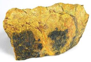 Uraninita  - Los diez minerales mas peligrosos del mundo