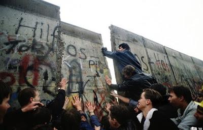 Tem Na Web - Queda do muro de Berlim