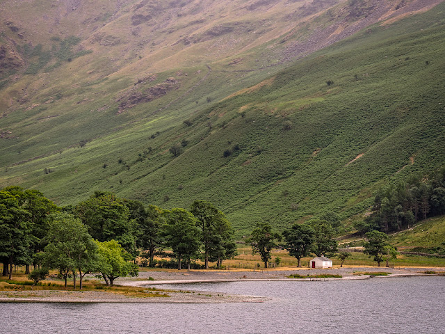 Photo of a tiny white building on the shores of Lake Buttermere